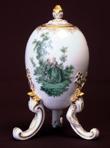 Meissen Lidded Egg Shaped Vase On Three Feet The Scene